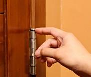 Как избавиться от скрипа двери