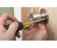 Как самостоятельно поменять дверную ручку?