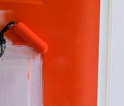 Покраска двери в зависимости от материала