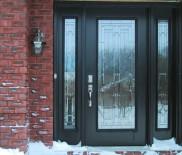 Особенности остекления входных дверей
